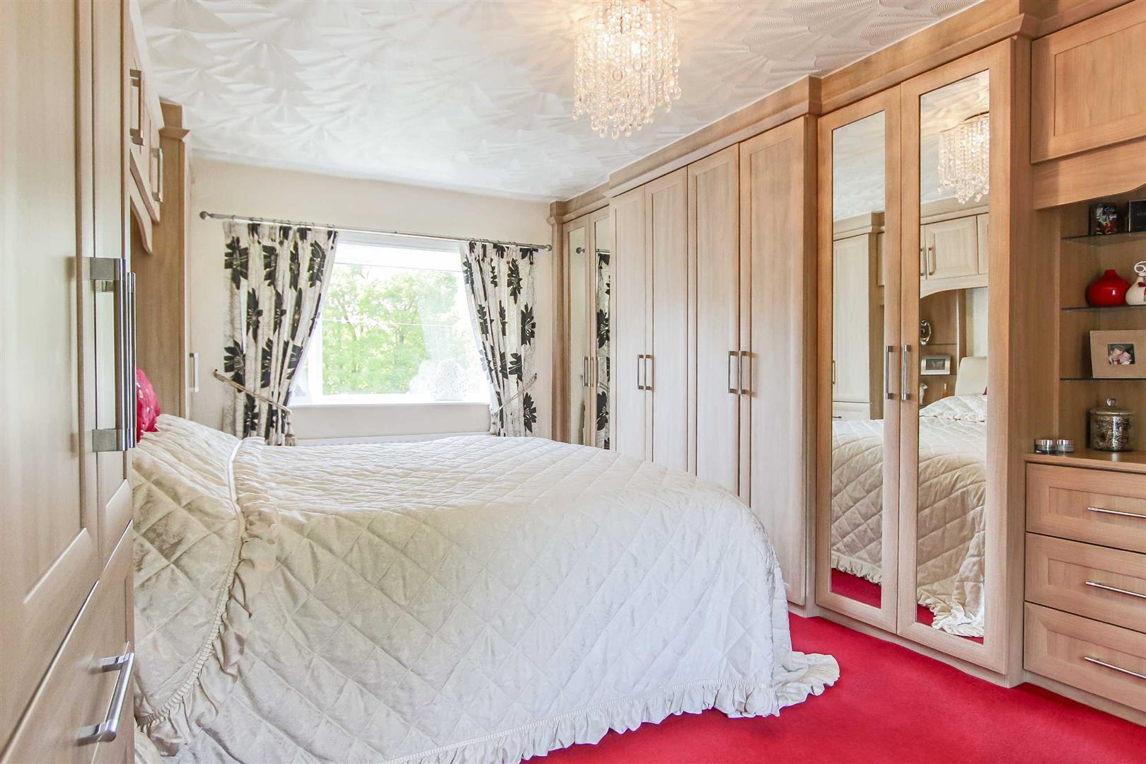 4 Bedroom Detached House For Sale - p006990_23.jpg